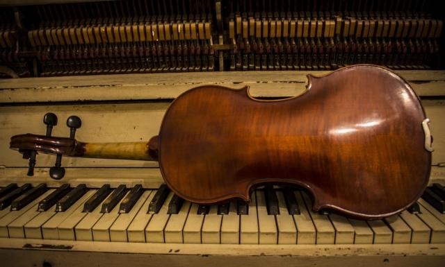 web-Concert-Violin2.jpg