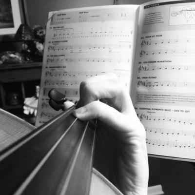 violinpinkysml.jpg