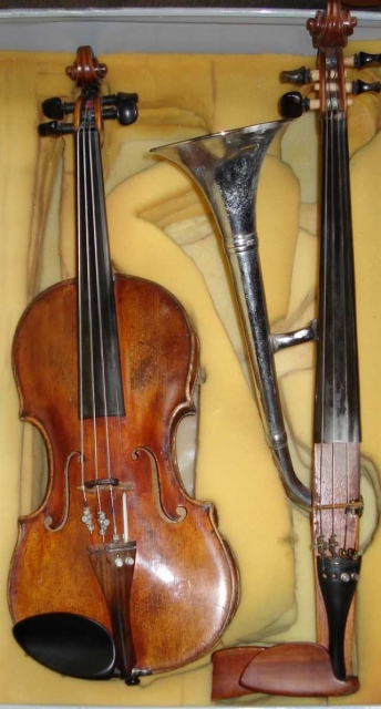 Horn-violin_also_called_trumpet-violin.jpg