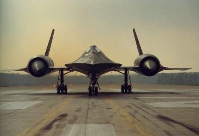 lockheed-sr-71-blackbird-military-aircraft-7icT.jpg