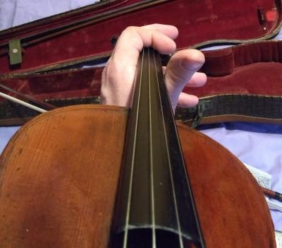 violin_finger_mute.jpg