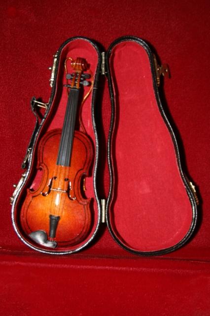 violin_ornament_20121219_003_500px.jpg