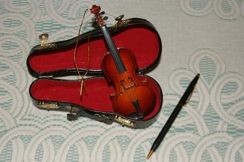 violin_ornament_20121219_016_500px.jpg