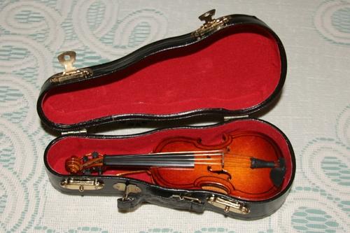 violin_ornament_20121219_011_500px.jpg