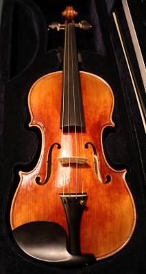 FiddlermanSoloist_20151223_215533_500x938px.jpg