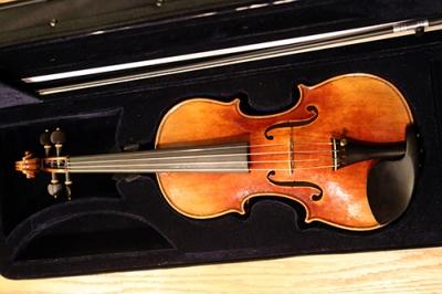 FiddlermanSoloist_20151223_215721_500x333px.jpg