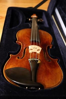 FiddlermanSoloist_20151223_220108_500x750px.jpg