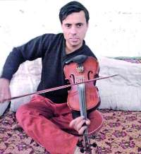 Paras Mani Choudhary sets a new record of playing the violin non-stop for 50 hours